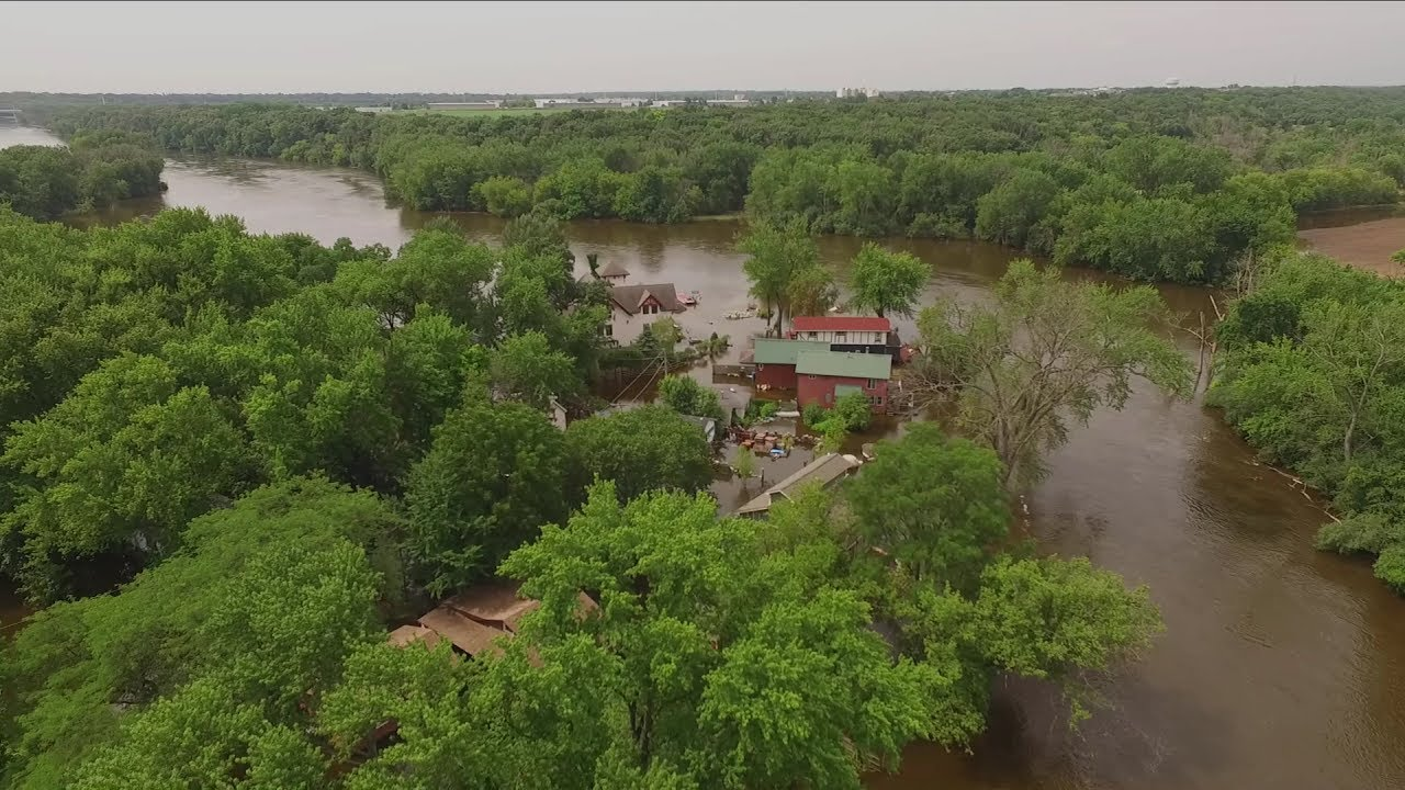 East dundee 2017 fox river flooding youtube for Illinois fishing regulations 2017