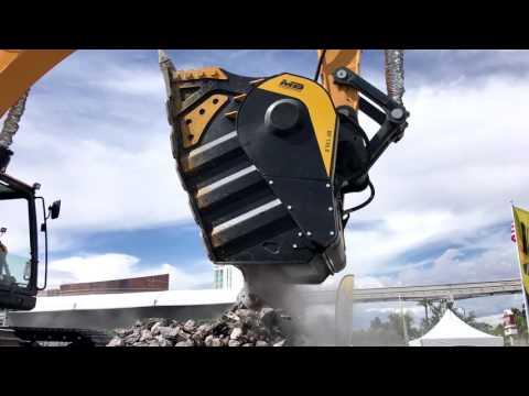 MINExpo 2016: Live Crushing Demos of BF135.8 on Hyundai Excavator