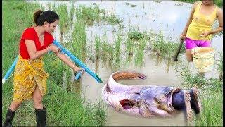 Amazing Beautiful girl Using PVC Compounds Bowfishing to shoot  fish   Easy to catch fishing style