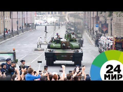 Изобретатель пролетел на реактивной платформе во время парада в Париже