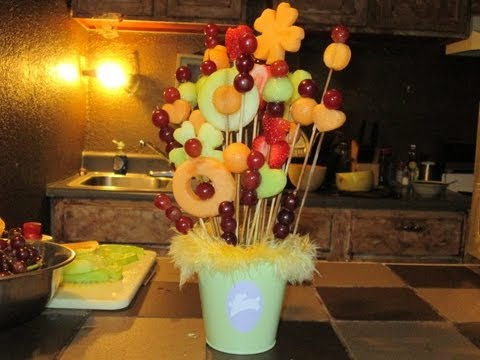 Como hacer un arreglo de frutas naturales youtube for Centros de mesa con frutas