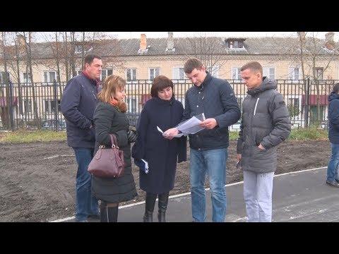 ТВЭл - Денис Семенов проверил ход ремонта поликлиники и стадиона (30.10.17)