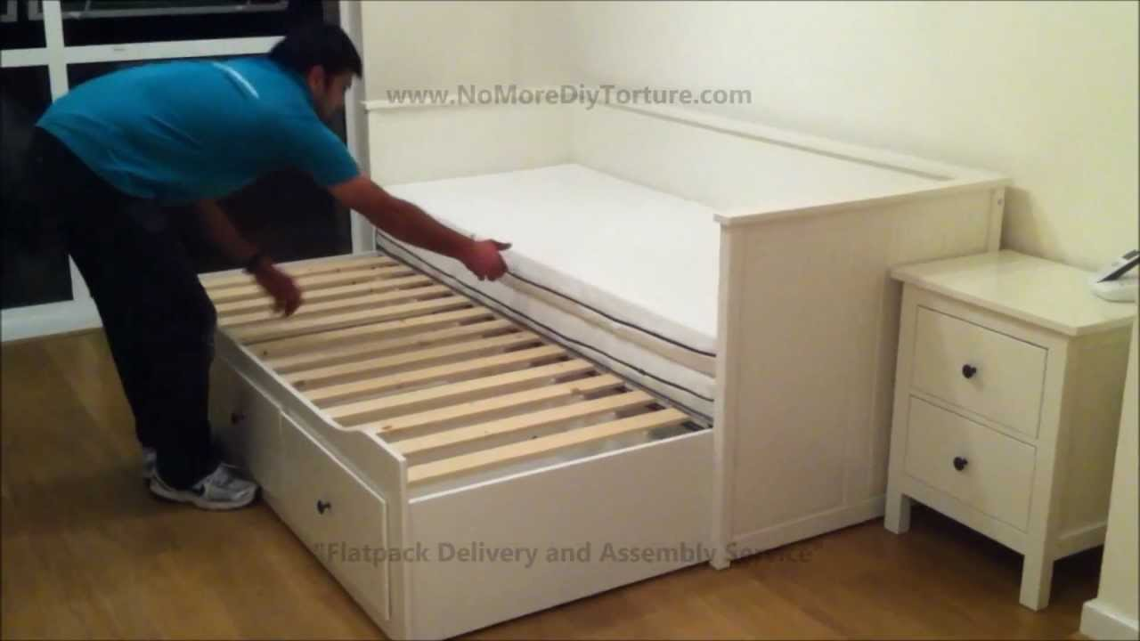 ikea hemnes day trundle bed with 3 drawers white youtube. Black Bedroom Furniture Sets. Home Design Ideas