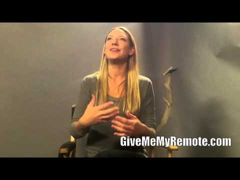 FRINGE: Anna Torv Talks About Olivia's Relationships With Peter and Etta