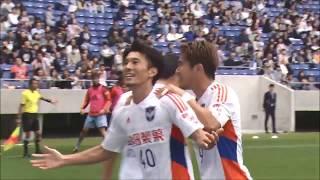 相手ゴール前でこぼれ球を拾った小川 佳純(新潟)が左足で冷静に流し込...