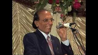 Dr. Bashir Badr (Aalmi Mushaira Houston 2003) [Part 2]