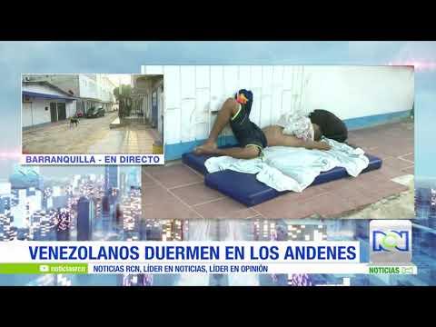 Venezolanos duermen en los andenes en Barranquilla
