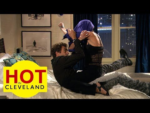 Good Neighbors | Hot in Cleveland S01 E05 | Hunnyhaha