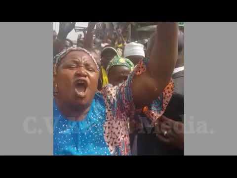Ilorin: Vice President Osinbajo Shares Tradimoni During Campaign.