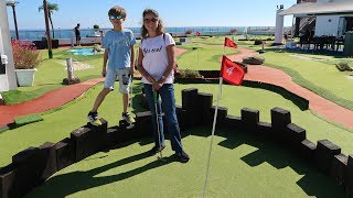 Mini Golf GAME and Toy Surprise Egg - Family Fun