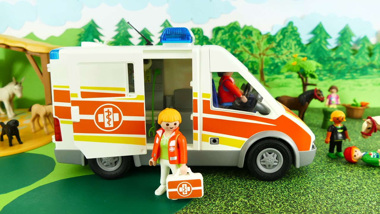 Playmobil ambulance at pony farm krankenwagen film for Playmobil pferde set