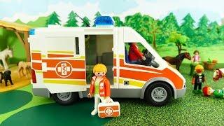 Playmobil Ambulance at Pony Farm Krankenwagen Film