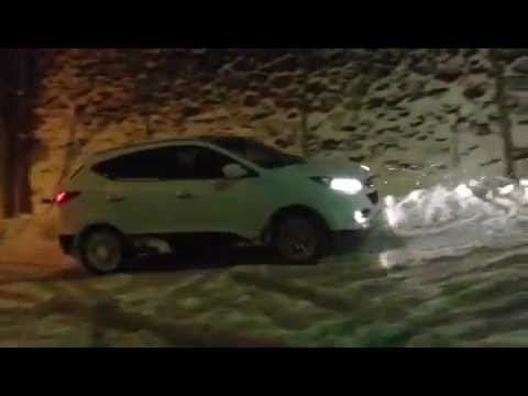 Hyundai ix35 in snow