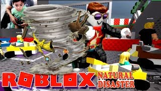 Playing Roblox Natural Survival Disaster Play for children in Spanish