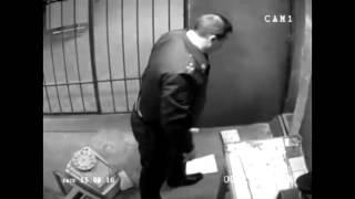 Однажды в милиции • Съемка камерой наблюдения • Случай с компьютером смотреть онлайн, Однажды в мили(менты., 2014-04-28T18:49:07.000Z)