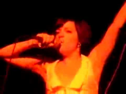 Lily Allen:Womanizer-Big Day Out 2010 - YouTube