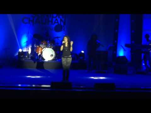 Sunidhi chauhan Live - Bin Tere - I Hate Luv Storys  (HD)