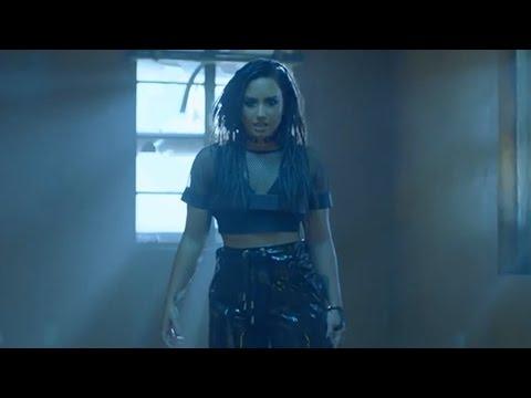 Demi Lovato Rocks Dreadlocks In