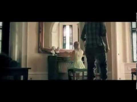 Клип blink-182 - Love is Dangerous