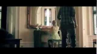 BLINK-182 - LOVE IS DANGEROUS  [MUSIC VIDEO]