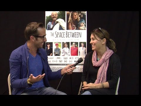 Catching Up With Amy Jo Johnson!