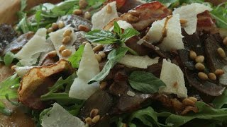 Юлия Высоцкая — Теплый салат с луком, беконом и руколой