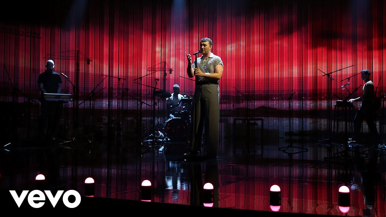 Download Sam Smith - To Die For (Live On Graham Norton)