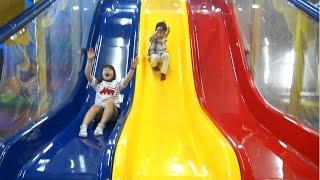 Indoor Playground Slides 屋内パーク で大はしゃぎ!!  子供とお出かけ thumbnail