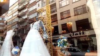 Трабзон. Витрины свадебного салона и весёлые дети