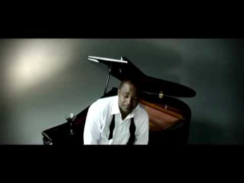 """NU LOOK """"IS IT REAL?"""" (OFFICIAL MUSIC VIDEO) on KOMPAMAGAZINE.COM"""