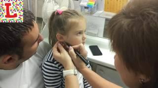 Безболезненно прокалываем уши пистолетом ребёнку (Лиза 4 года)
