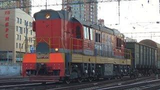 Тепловоз ЧМЭ3Т-6570 с маневровым грузовым поездом, станция Железнодорожная