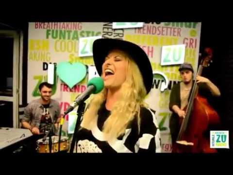 Delia Matache il imita pe ( Florin Salam ) muzica lautareasca