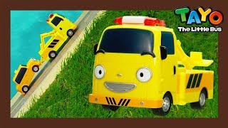 Tayo Job Adventure series come back with Titipo! Let's learn about various jobs with Tayo and Titipo's friends! Tow truck Toto tows the car for directing the traiffic.