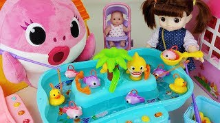 Baby Doll fish and duck Fishing game toys Pinkfong baby Shark play - 토이몽