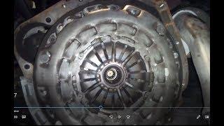 1/2 Remplacement embrayage mercedes E220 cdi démontage