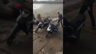 Clip hot rình trộm cặp đôi xoạc nhau ngoài kè biển