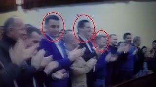 ministrat e qeveris s kosovs i duartrokasin refrenit kosova sht zemra e serbis