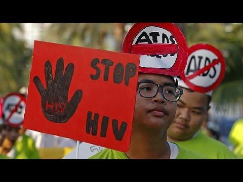 يورو نيوز: يوم الايدز العالمي: انخفاض معدل الإصابة بحالات العدوى الجديدة بنسبة 35% منذ عام 2000،