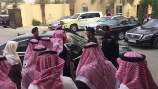 شاهد.. خادم الحرمين يعزي أسرة الشيخ محمد بن عبدالرحمن آل الشيخشاركنا برأيك