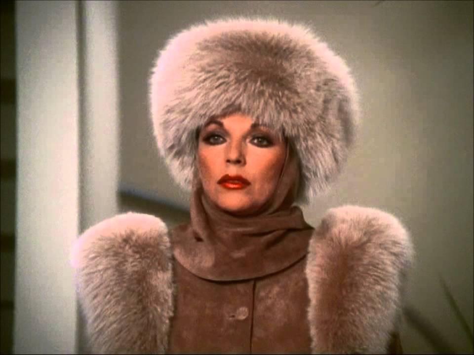 Woman in fur coat gets fucked - 5 5