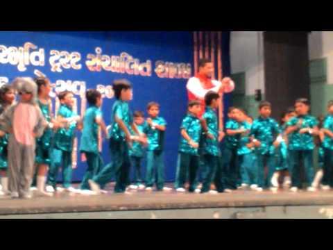 Bharat Sarvaiya Rhythm group garba class mere pass avo song dance performance me in D R Rana school