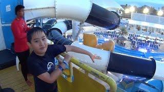 B ' N ' W-Wasserrutsche auf Cartoon Network Amazone Waterpark