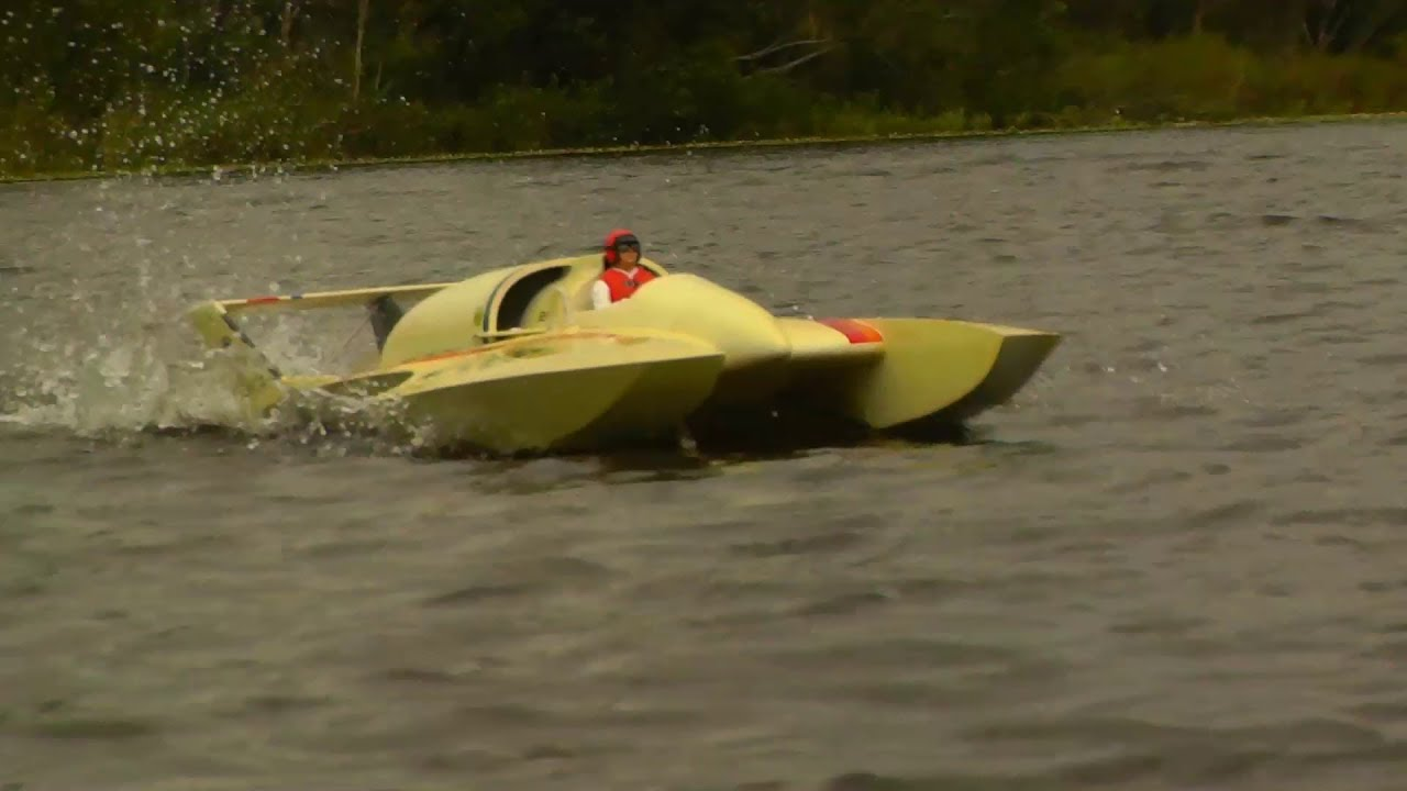 1/8 scale U-95 hydro 8s blow over raw speed run - YouTube