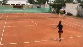 Девочки 11 лет играют в теннис.MPG