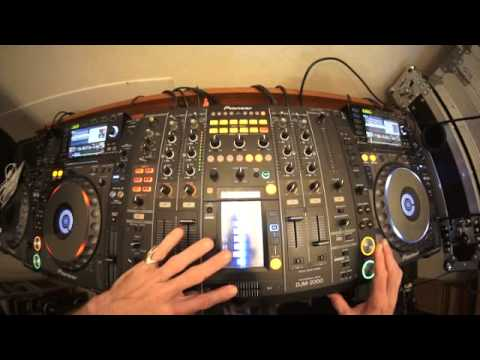 ADVANCED DJ MIXING TUTORIAL ON CUTTING TUNES IN TO THE MIX BY ELLASKINS THE DJ TUTOR