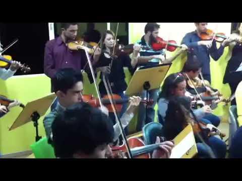Roney Marczak rege ensaio da Orquestra Jovem de Londrina com alunos do Projeto Sol Maior   Londrina