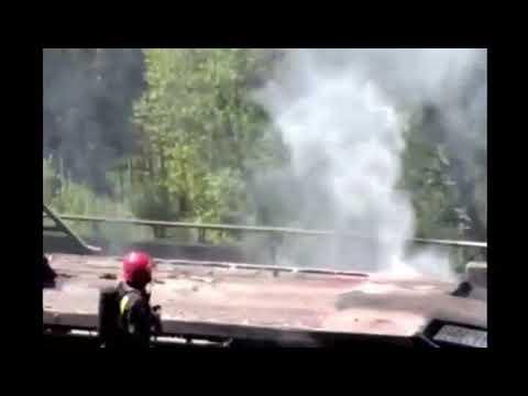 Un camión ardiendo obliga a cerrar la AP9 en Vilagarcía