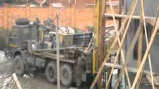 Бурение скважин на воду(Бурение скважин на воду Екатеринбург и Свердловская область. На видео показано бурение скважины на воду..., 2011-09-21T10:22:10.000Z)