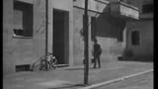 Ladroes de Bicicleta (Ladri Di Biciclette, 1948) - Cena final. LEGENDADO